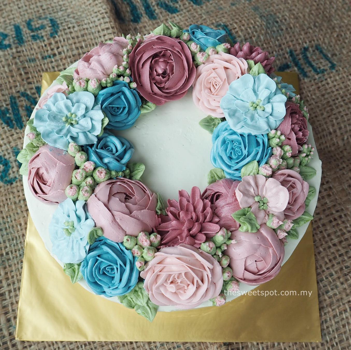 8 inches cake with blue and pink flower