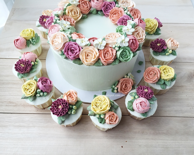"8"" buttercream flower wreath and cupcakes"