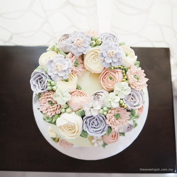 sweet pastel colour flower wreath buttercream