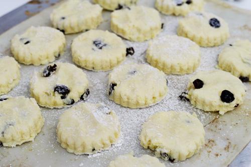 raisin scones baking