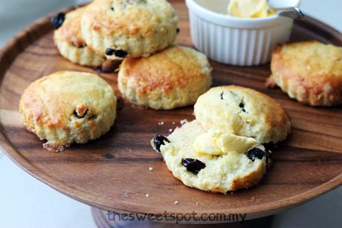 raisin scones - sour cream