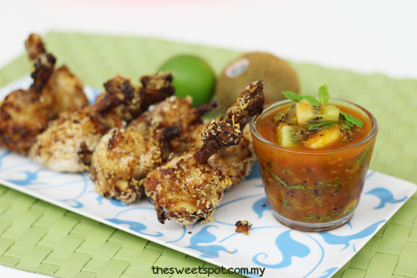 Boxing chicken with Kiwi chili dipping sauce