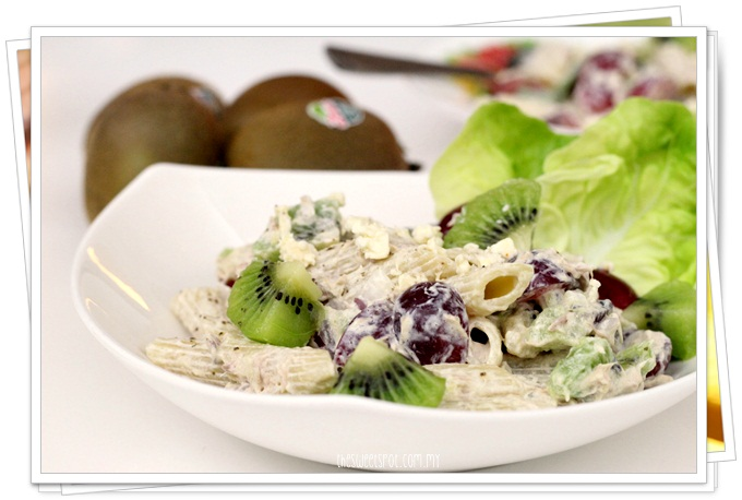 Tuna pasta salad with kiwi