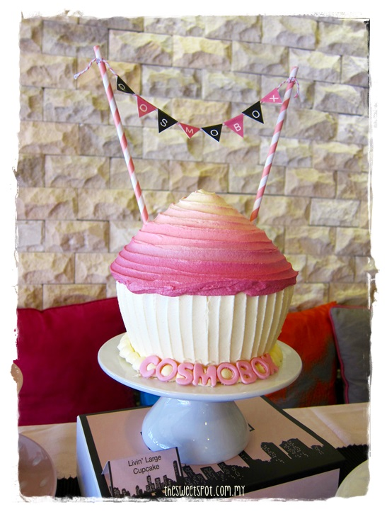 cosmobox livin large cupcake