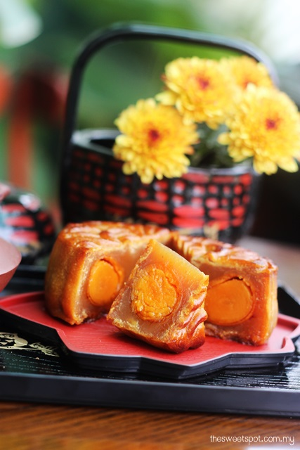 Kee Wah Golden Lotus Mooncake