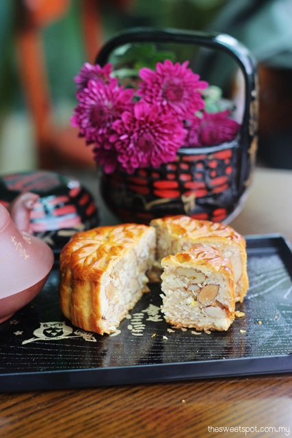 Kee Wah Mixed Nuts Ham Mooncake