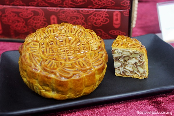 Kee Wah Mixed Nuts mooncake