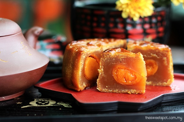 Kee Wah Mooncake Lotus double yolk