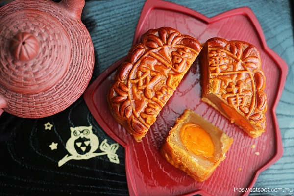 Kee Wah Supreme White Lotus Double yolk mooncake