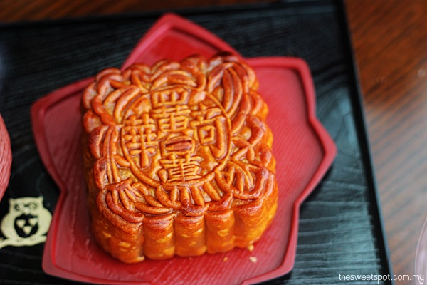 Kee Wah Supreme White Lotus Four Yolks Mooncake