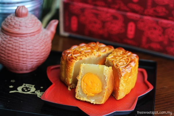 Kee Wah Supreme White Lotus Mooncake Double yolk