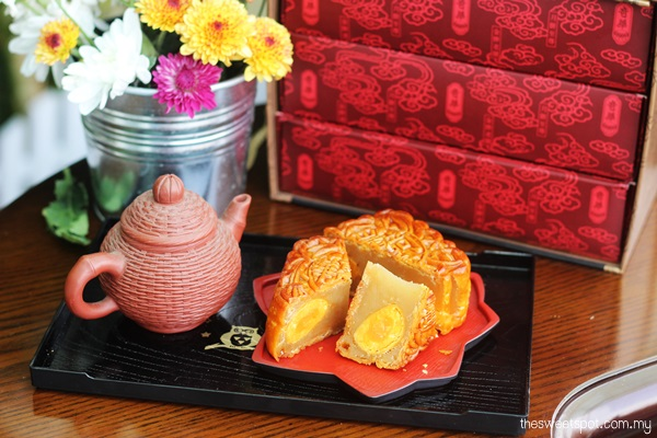 Kee wah Supreme White Lotus 4 yolks mooncake