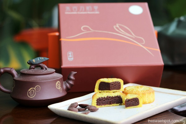 kee wah chocolate custard mooncake