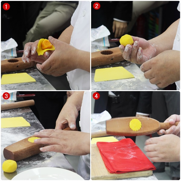 wrapping mooncake