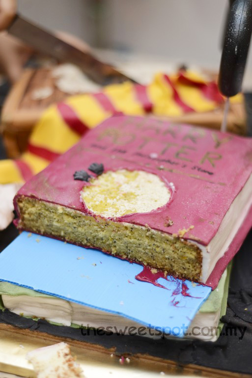 harry potter cake inside