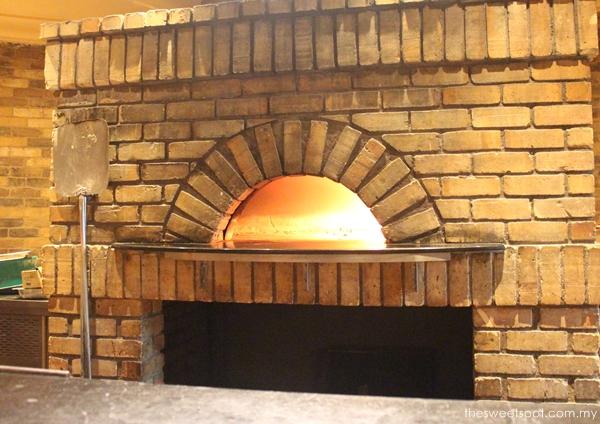 sheraton villa danieli wood fire oven