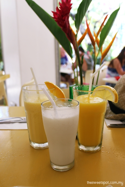 lemon i cafe mango and coconut shake