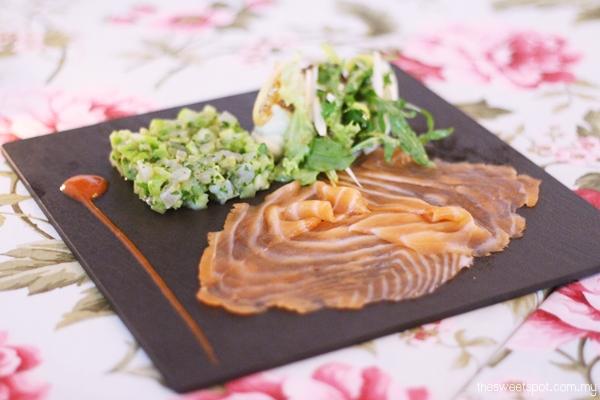 MF smoked salmon avocado salad