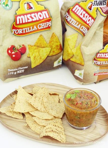 mission tortilla chips tomato salsa dip