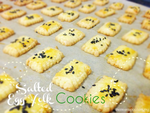 Chinese New Year Cookie : Salted Egg Yolk Cookies with Curry Leaves