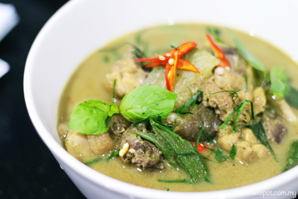 Thai Green Curry (Kaeng Kiaw Wan Kai)